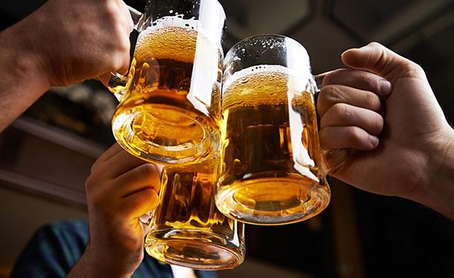 tu tap uong bia 3 nguoi bi phat 40 trieu dong dspl