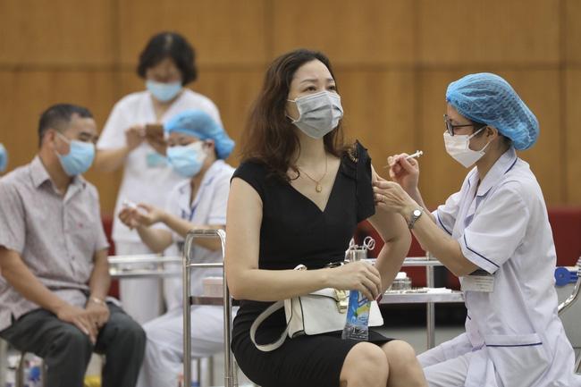 nguoi tiem du lieu vaccine covid 19 ve tu vung dich khong can cach ly y te dspl