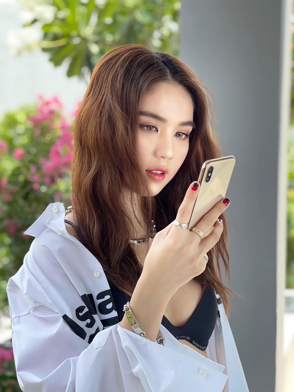 dien so mi phanh cuc ngoc trinh khoe vong 1 cang tran nhung diem dang chu y lai o chiec dien thoai1