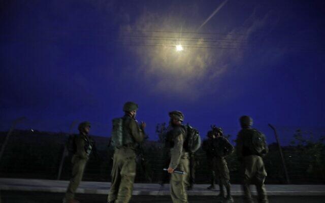 israel bat ngo hung loat rocket tu syria khong co thuong vong1