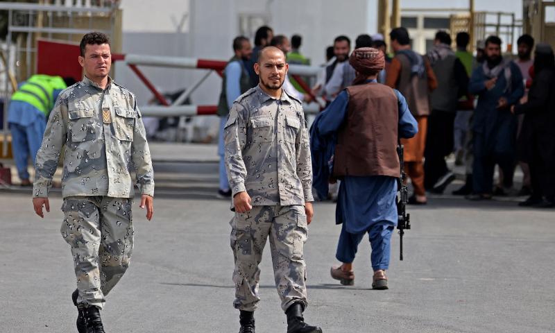 canh sat afghanistan tro lai lam viec cung taliban tai san bay 1
