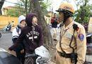 Tin trong nước - Nữ sinh bật khóc khi bị phạt trong ngày đầu xử lý không đội MBH