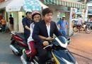 Chuyện làng sao - Sự thật bức ảnh Quang Lê không đội mũ bảo hiểm chở Phương Mỹ Chi