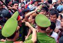 Tin trong nước - Hàng vạn người chen lấn, xẻ rừng, leo trèo vào dự lễ Đền Hùng