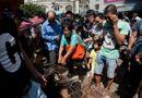 Tin thế giới - Người phụ nữ Trung Quốc trả tiền cứu 100 con chó khỏi lễ hội giết thịt
