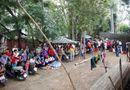 Chuyện làng sao - Dân đổ xô đến trường quay xem Ngọc Trinh đóng phim