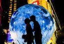 """Gia đình - Tình yêu - Bị """"mẹ vợ"""" thách cưới, chàng trai mang """"siêu mặt trăng"""" tới cầu hôn bạn gái"""