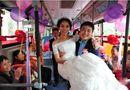 Gia đình - Tình yêu - Xôn xao chú rể rước dâu bằng xe bus vì sợ tắc đường, kẹt xe