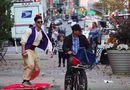 Cộng đồng mạng - Thần đèn Aladin đẹp trai trượt thảm gây náo loạn đường phố