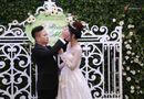 Tin tức giải trí - Á hậu Trà My xinh đẹp rạng rỡ, lộ rõ bụng bầu trong tiệc cưới