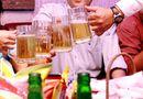 Bí quyết làm giàu - Chỉ đi du lịch và uống bia cũng nhận lương cao ngất ngưởng