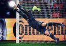 Bóng đá - Ngỡ ngàng với 4 pha cứu thua liên tiếp của thủ môn