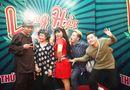 Tin tức giải trí - Làng Hài Mở Hội: Thí sinh đua nhau nhảy disco, selfie câu like Facebook