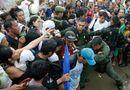 """PV ĐSPL tường thuật từ Tacloban: Người Việt mở đường máu thoát khỏi \""""địa ngục\"""""""