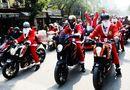 Thế giới Xe - Ông già Noel cưỡi môtô khủng đi trao quà trên phố Hà Nội
