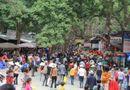 Tin trong nước - Clip: Hàng vạn du khách về trẩy hội chùa Hương