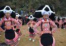 Đời sống - Phong tục kỳ lạ: Phụ nữ đội tóc của tổ tiên quá cố