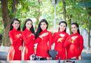 Chuyện làng sao - Người đẹp Việt diện áo dài cờ đỏ sao vàng hát Quốc ca