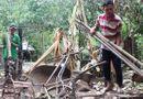 Miền Nam - Nghi báo kiểm lâm bắt gỗ, nhóm lâm tặc đốt nhà dân