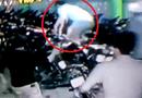 Gia đình - Tình yêu - Clip: Hãi hùng thanh niên cầm mã tấu đánh nhau trong hầm gửi xe
