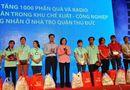 Miền Nam - 1.000 chiếc radio đầu tiên được trao đến tay các công nhân