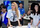 Chuyện làng sao - 2NE1 khiến fan phát cuồng tại trung tâm thương mại