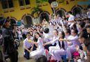Chuyện làng sao - Sơn Tùng, Quỳnh Anh, Hứa Vĩ Văn phá cỗ trung thu cùng học sinh