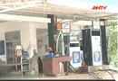 An ninh TV - Clip: Lật tẩy mánh bán dầu pha nước cho nhân viên cây xăng