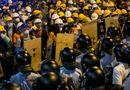 Hong Kong giải tỏa đường phố ở Mong Kok, bắt giữ hàng chục người