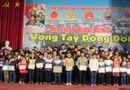 """Sống đẹp - Quảng Trị: """"Vòng tay đồng đội"""" trao học bổng cho 75 học sinh, sinh viên"""