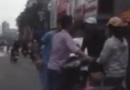 Video-Hot - Va chạm ôtô, người đàn ông bị vây đánh hội đồng túi bụi