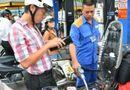 Thị trường - Petrolimex giảm giá 300đồng/lít xăng vào các ngày thứ Bảy trong tháng 10