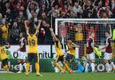 """Bóng đá - Arsenal thắng """"rùa"""" siêu kịch tính nhờ """"bàn tay của Chúa"""""""