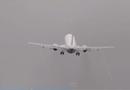 Video-Hot - Máy bay chao đảo vì gió lớn trên đường băng Czech