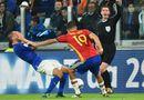 """Bóng đá - Diego Costa lại giờ thói côn đồ, """"gạt tay vào má"""" đối thủ"""