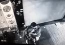 Video-Hot - Ngang nhiên bẻ khóa trộm xe máy ngay trước cửa nhà hàng