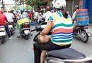Cộng đồng mạng - Kinh hoàng vì những kiểu chở con bằng xe máy của các bậc cha mẹ