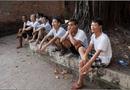 Cộng đồng mạng - Bức ảnh đàn ông Việt tụ tập, ngồi
