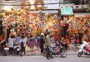 Video-Hot - Phẫn nộ người đàn ông ngang nhiên móc túi giữa ban ngày trên đường phố Hà Nội