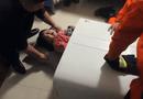Gia đình - Tình yêu - Giải cứu bé gái bị mắc kẹt trong máy giặt