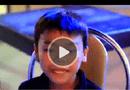 Video - Cư dân mạng sửng sốt với giọng hát cực hay của em bé bán hàng rong
