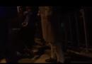 Video-Hot - Con trai 3 tuổi ôm chân mẹ khóc không cho nhảy cầu tự tử