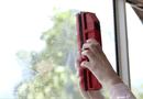 """Video-Hot - """"Công nghệ mới"""" giúp lau mặt ngoài cửa sổ chung cư dễ dàng"""