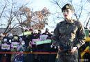 """Tin tức giải trí - """"Rừng fan"""" chào đón Jaejoong (JYJ) và Sungmin (Super Junior) xuất ngũ"""