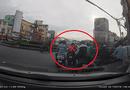 An ninh - Hình sự - Sài Gòn: Nhóm thanh niên dàn cảnh móc túi giữa ban ngày