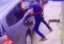 Video-Hot - Video: Dùng bugi xe máy đập vỡ kính ôtô, trộm túi xách trong 3 giây