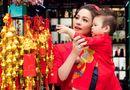Tin tức giải trí - Nhật Kim Anh cùng con trai mặc áo dài dạo phố những ngày giáp tết