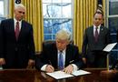 Tin thế giới - Tổng thống Mỹ Donald Trump chính thức ký sắc lệnh rút khỏi TPP