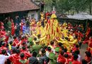 Video-Hot - Cận cảnh dân tranh nhau vượt rào cướp lộc ở đền Gióng