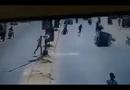 Video-Hot - Cô gái lạnh lùng sang đường sau khi gây cảnh hỗn loạn
